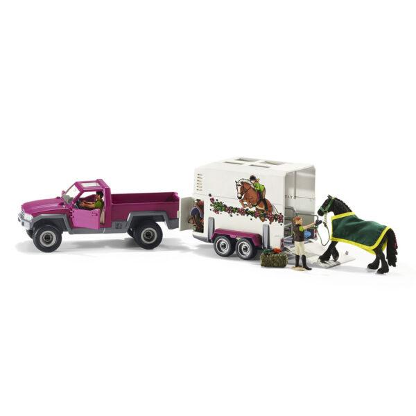 Camioneta con remolque para caballos