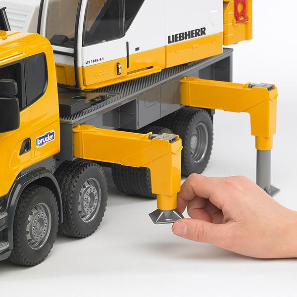 Camión Scania con Grúa Telescópica Liebherr – Ref. Bruder 3570 - 1